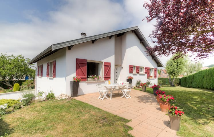 3 bedrooms with BREAKFASTS included - Épinal - House