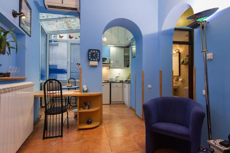 Royal Blue - center, public garage