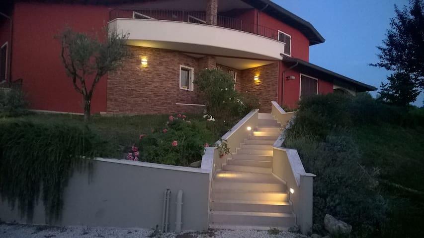 appartamento in zona residenziale - Urbania - Leilighet