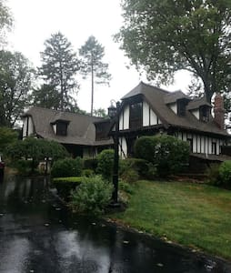 Perfect Large Home for Pope Visit - Merion Station - House