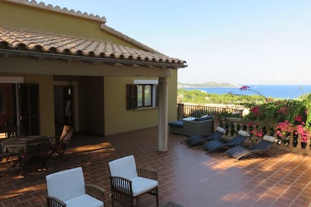 SPACIOUS VILLA WITH SEA VIEWS - Font de Sa Cala - 別荘