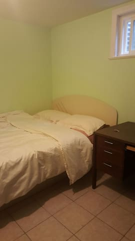 cheap ensuite bedroom b 2guests houses for rent in