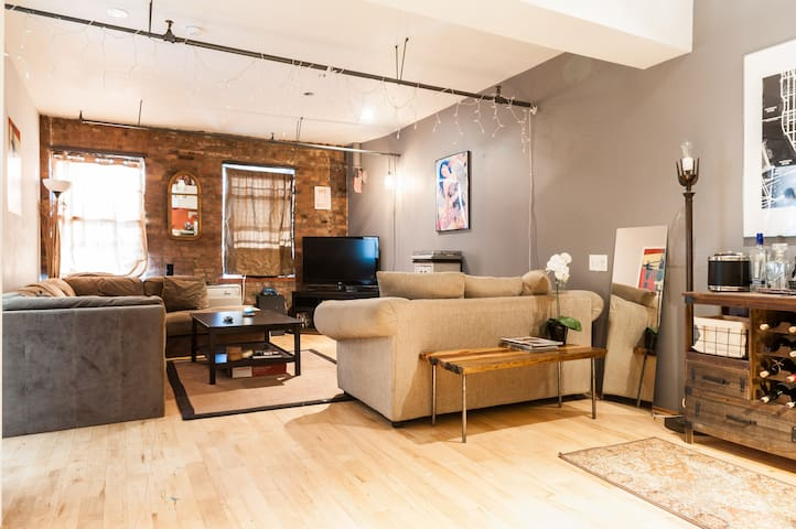 Beautiful Loft w/ Waterfront View! - Brooklyn - Apartment