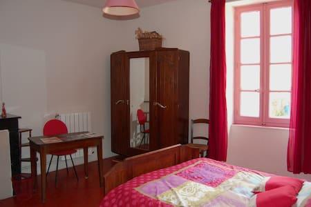 maison d hote sur la place - Saint-Gervais-sur-Mare - Bed & Breakfast