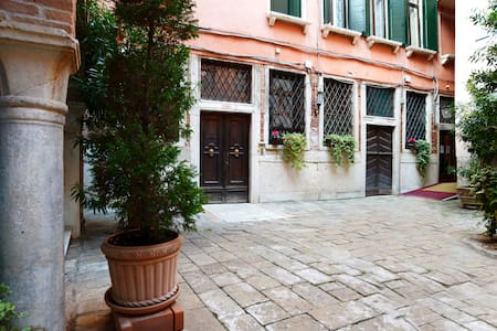 100 STEPS FROM ST MARK'S SQUARE! - Venezia - Apartment - 1