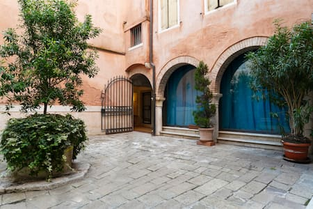 100 STEPS FROM ST MARK'S SQUARE! - Venezia - Apartment