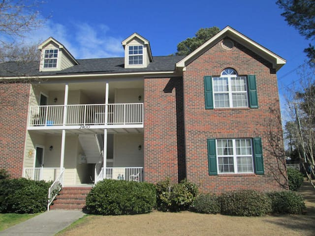 Private Neighborhood Condo - 2nd Fl - Fayetteville - Condomínio