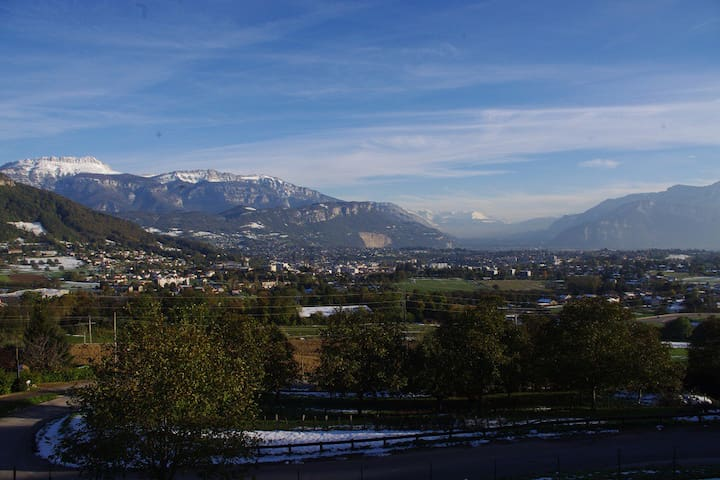Private room with wonderful view - Voiron - Huis