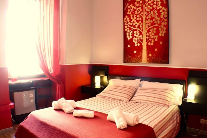 Red Room in Rome, Trastevere area