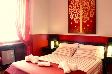 Red Room in Rome, Trastevere area