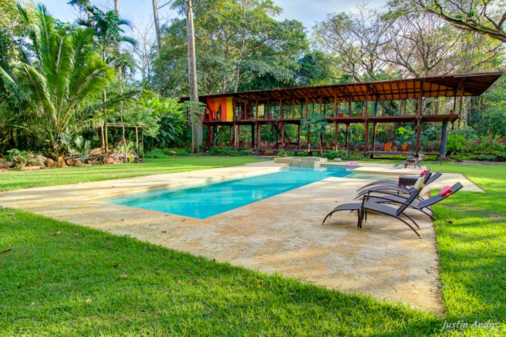Swimming pool and spa available to anyone who stays at the Costa Rican Beach House
