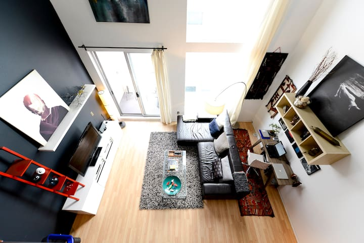 Modern 2 Story Loft in Little Italy
