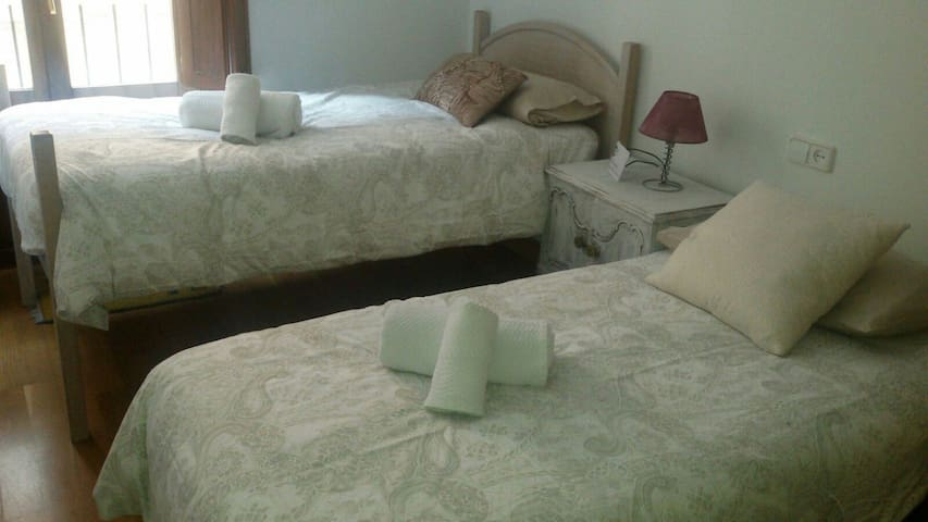 COMFORTABLE DOUBLE ROOM! (WHITE)