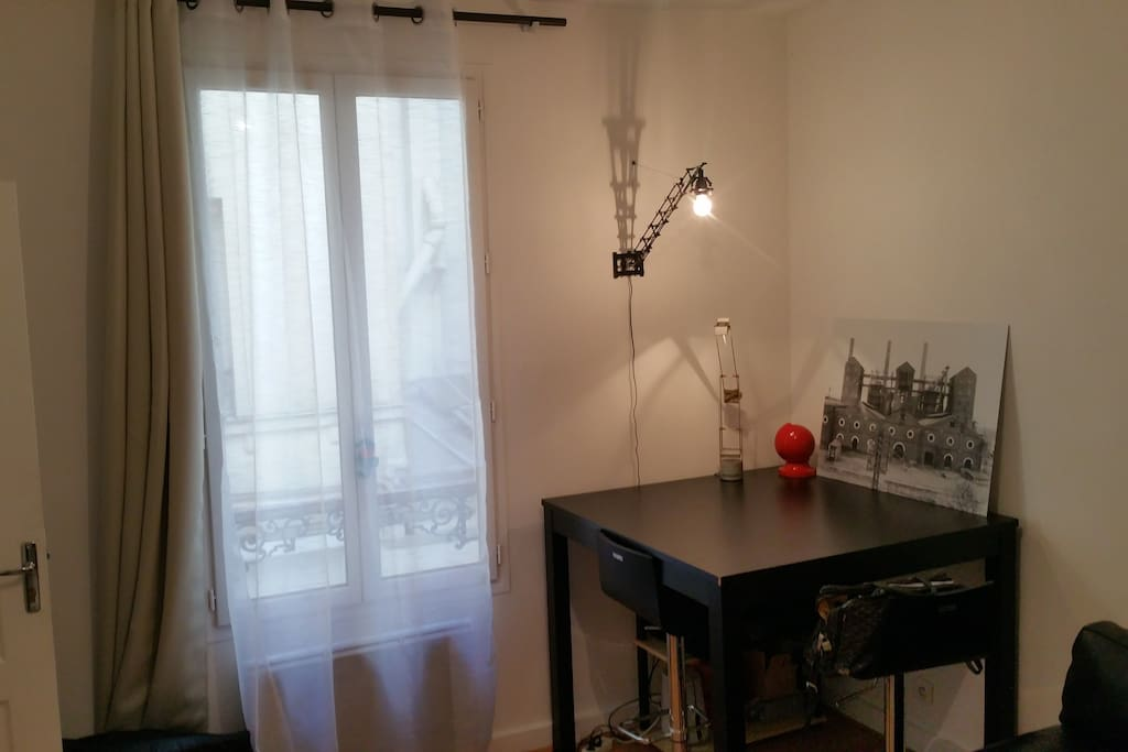 Appartement 35m2 bastille apartments for rent in paris for Fenetre bastille