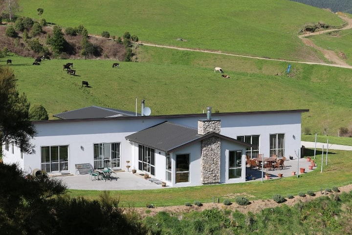 A Waikato River Retreat Private Guest Wing