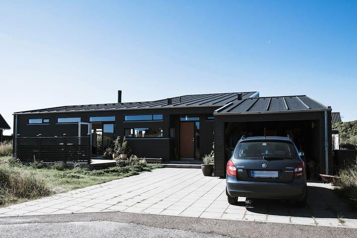 Lyst og moderne træhus i Klitmøller - Thisted
