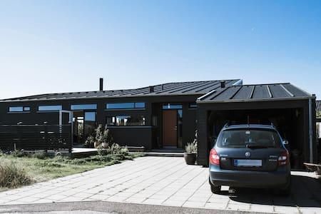 Lyst og moderne træhus i Klitmøller - Thisted - Casa