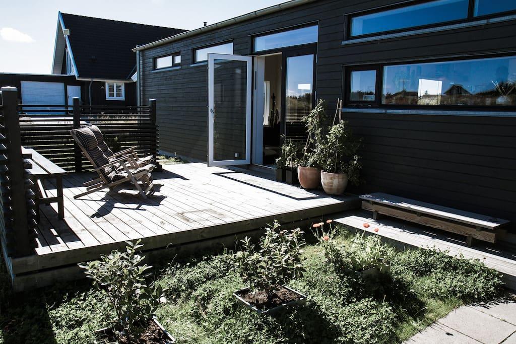 Nyd morgensolen på den østvendte terrasse