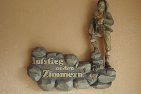 Pension Holzwurm  /  1 - 2 Betten - Apartment