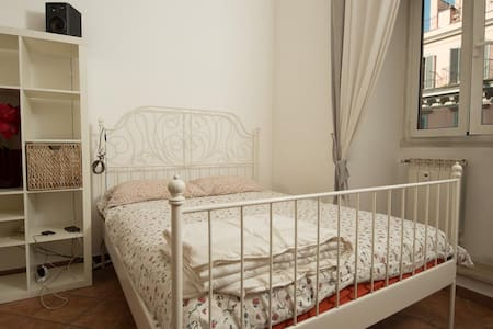 Romantic Rooms in spacey apartment! - Rome - Apartment