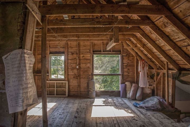 Barn and yoga loft - yoga in the barn offered May to October