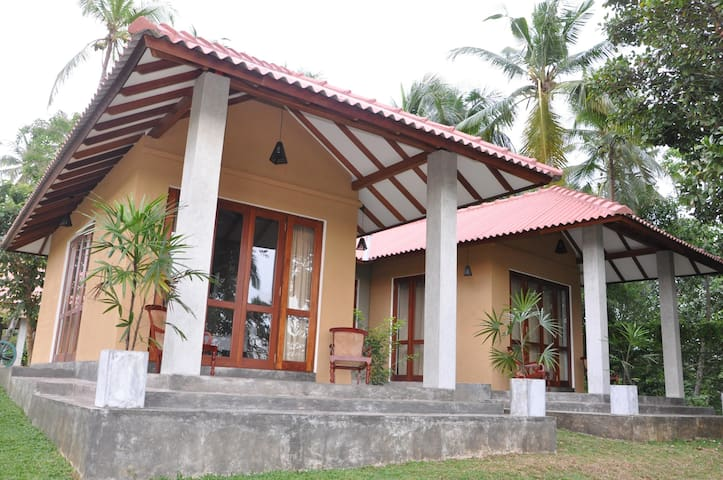 Kadolana-Deluxe AC Room - Balapitiya - Bed & Breakfast
