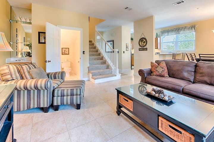 Spacious, dog-friendly townhome close to shops, restaurants, & beaches!