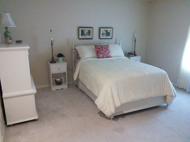Second bedroom w/double bed