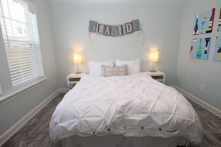 Bed & Bath Suite - Walk to The Beach - Virginia Beach - Hús