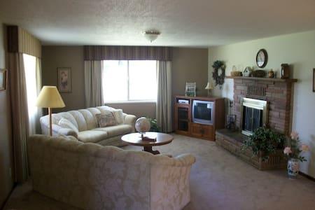 3 Bedroom Wine Country Headquarters - Benton City - Ev