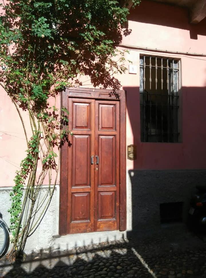 La casa della rosa nel centro città