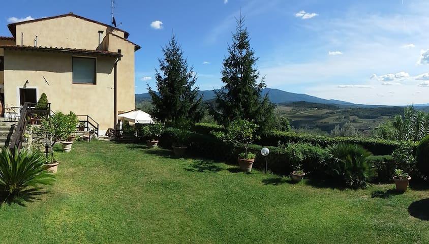 Villa del '700 fra vigne e oliveti