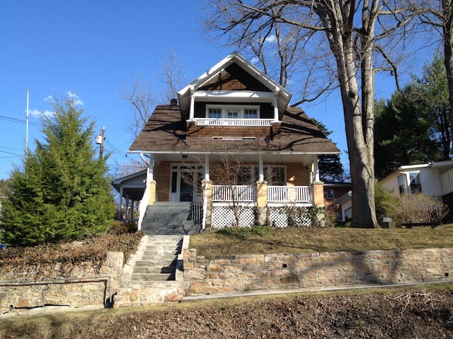 The Craftsman House - Berkeley Springs - Rumah