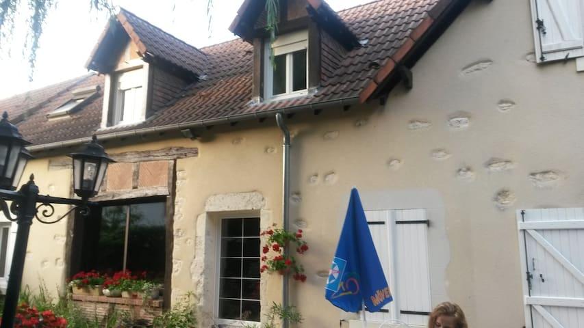 chambre à theme - Vignoux-sur-Barangeon - Casa
