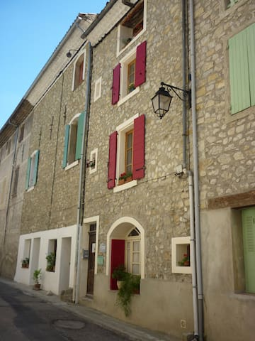 Beautiful room or whole house in northern Provence - Les Pilles - Haus