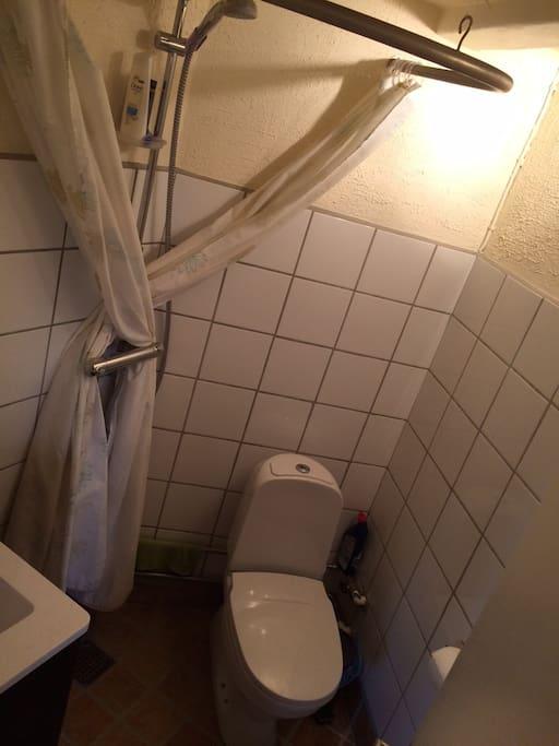 Bathroom... yes it is a bit tight.