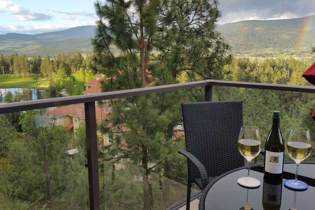 Make some time for you!  Enjoy the views overlooking the golf courses from the newly furnished patio, perhaps sipping on some fine wines from local wineries, while taking in a rainbow.