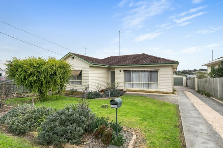 Geelong short term fully furnished T1174