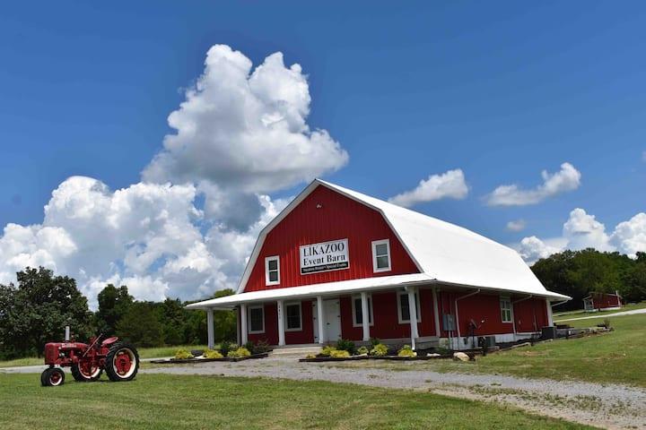 Charming Barn w/Character~Nashville~ LIKAZOO Inc.