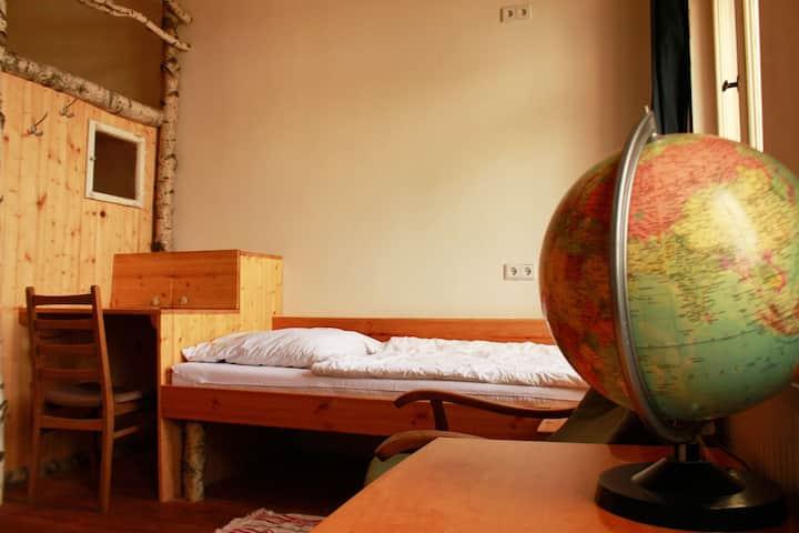Bett im urigen Dorm für 4 im Leipziger Westen