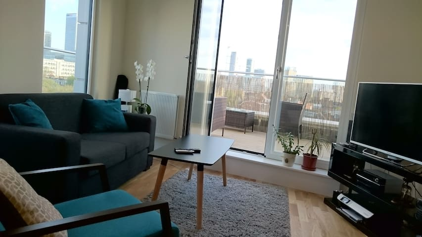 Stunning Top Floor 2 bed / 2 bath New Apartment - London - Apartment