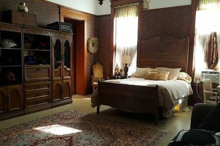 The William Peter Mansion: Master Suite