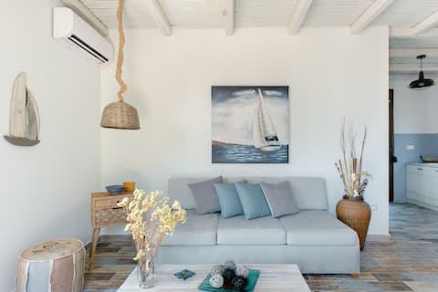 Residencia Anio, un refugio costero con terraza con vistas al mar