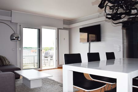 Modern Top Floor Lux City Apartment with Garage - Luxembourg - Apartamento
