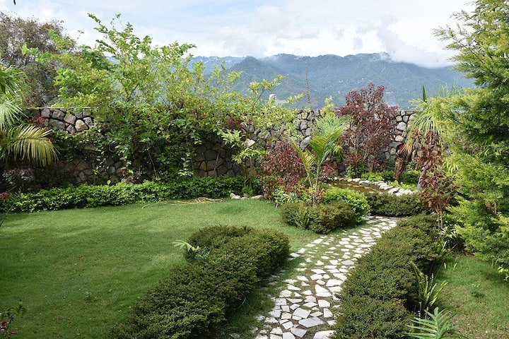 Oxygen Home Stay - Garden View Two Bedroom Set