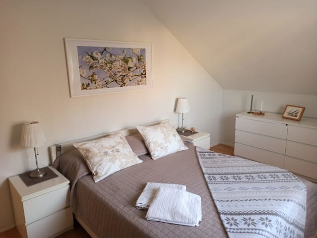 Cosy 2-bedroom. Quick Airport & Centre Access