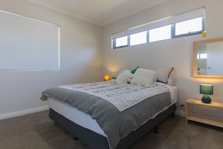 Apartment Accomodation near Perth Airport & CBD - Cloverdale - Apartment - 1