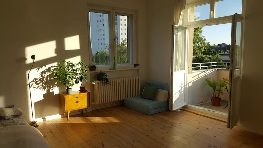 Sunny, big, beautiful flat with balcony & kitchen