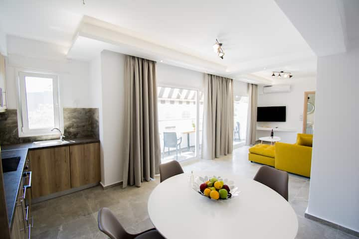 Semes Luxury Apartments (2 bedrooms) by Checkin