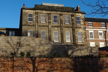 Large Apartment - fabulous views & private parking - Whitby - Wohnung